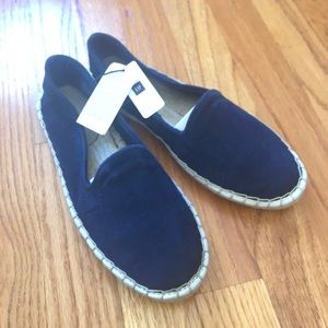 NWT Gap Suede loafers women size 6